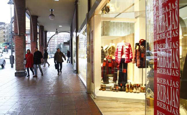 Lleno en los centros comerciales y en las grandes marcas en el primer día de rebajas