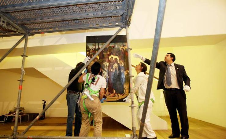 Comienza la instalación del retablo de la colección de Plácido de Arango en el Museo de Bellas Artes de Asturias