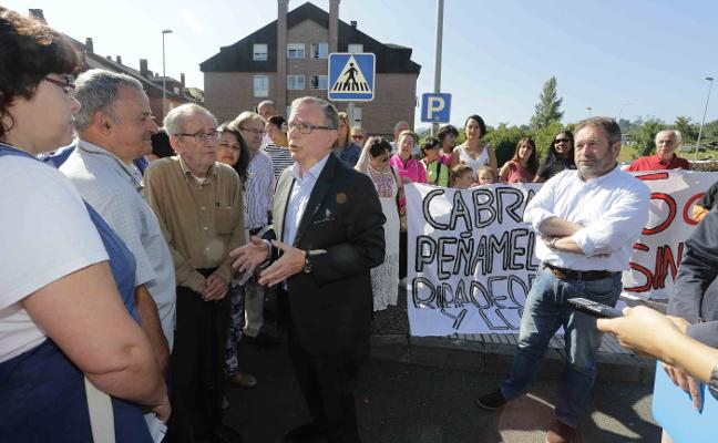 La marcha de la pediatra genera preocupación entre los padres de Cabrales