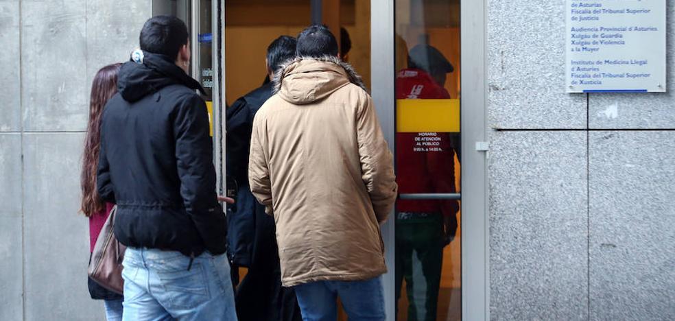 Condenados a casi 5 años de cárcel los dos hermanos que apuñalaron al portero de un pub en Oviedo
