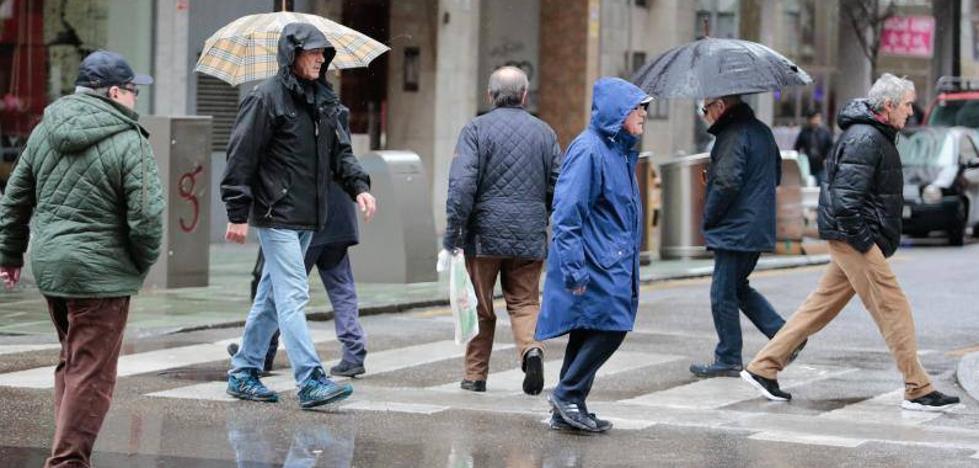 La nieve y el fuerte oleaje mantienen a Asturias en alerta
