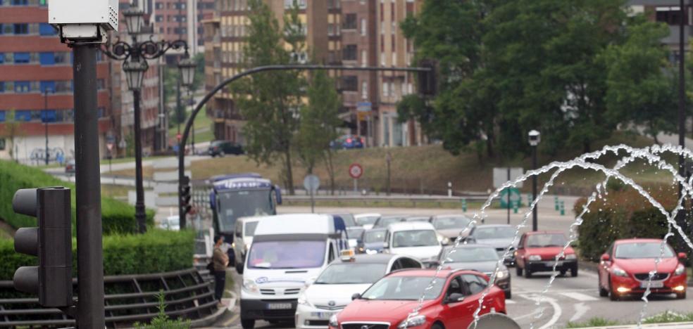 El Ayuntamiento de Oviedo colocará paneles con la cuenta atrás de los semáforos foto-rojo