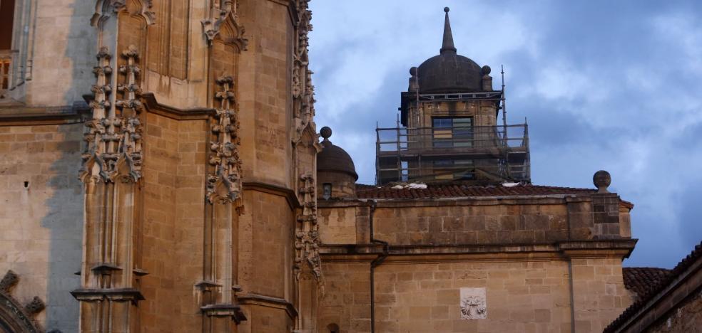 La Catedral termina la reparación de la vidriera dañada por el temporal