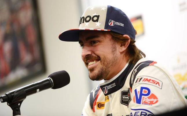 La pericia de Fernando Alonso con un kart sobre el asfalto mojado