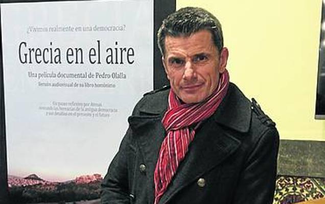 El helenista Pedro Olalla presenta en la Pola su documental 'Grecia en el aire'