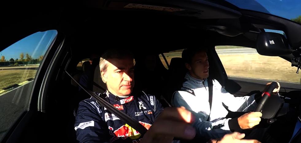 Carlos Sainz da clases de conducir a Pablo Carreño