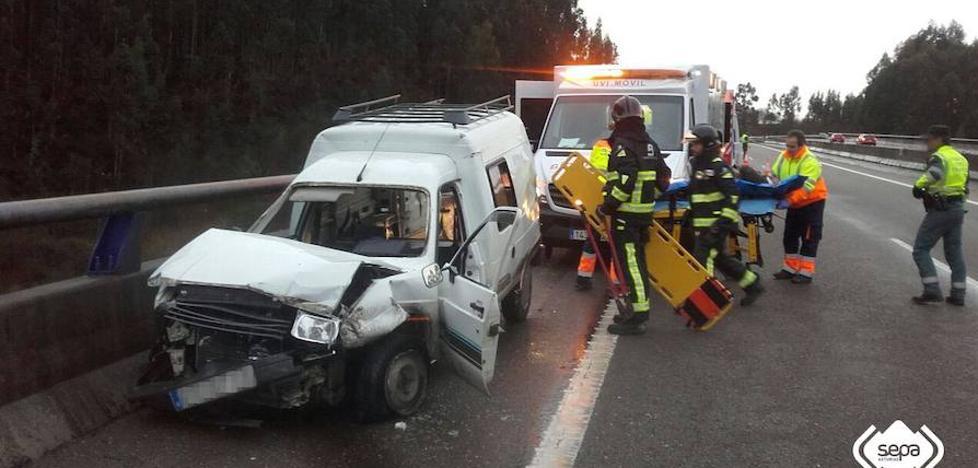 Dos heridos en un accidente de tráfico en Villaviciosa