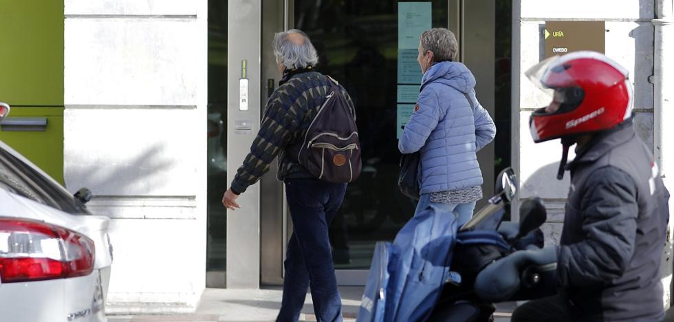 «Tengo 14 cartuchos dinamita, tiro medio edificio», advirtió el atracador de Uría de Oviedo