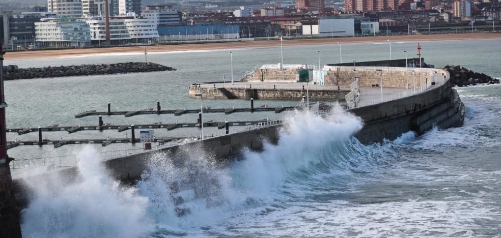El temporal deja Asturias con olas de más de siete metros y fuertes vientos