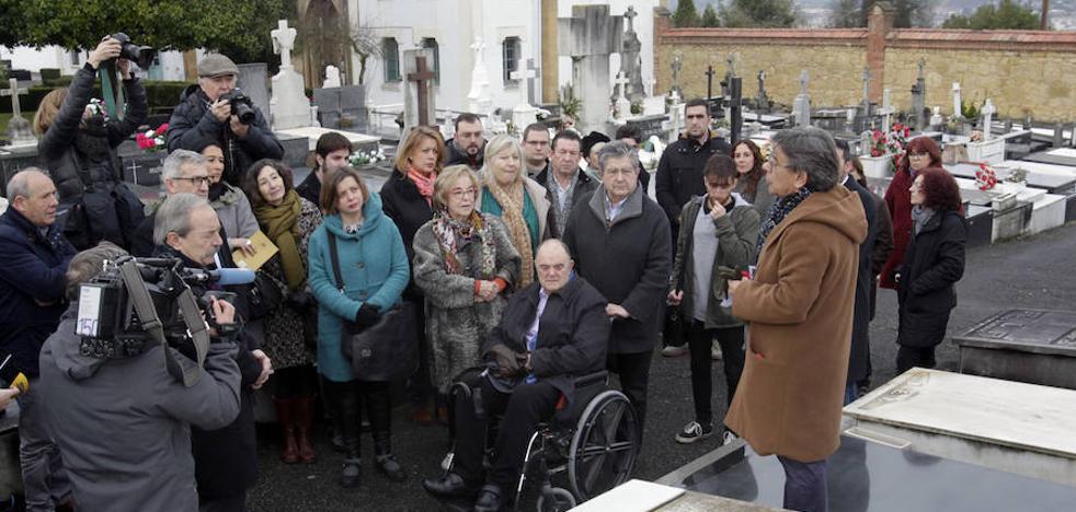 Oviedo hará hijo predilecto a Ángel González