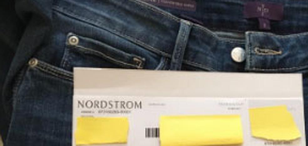 El asqueroso 'regalo' que una mujer encontró en un pantalón comprado por internet