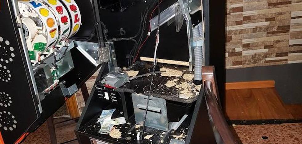 Tres detenidos por robar en una pizzería de Cangas del Narcea
