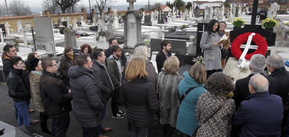 Oviedo lee poesía en honor a Ángel González y anuncia su nombramiento como Hijo Predilecto