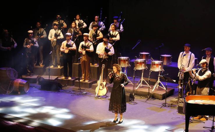 Concierto de la Banda de Gaites Villa de Xixón en el Teatro Jovellanos