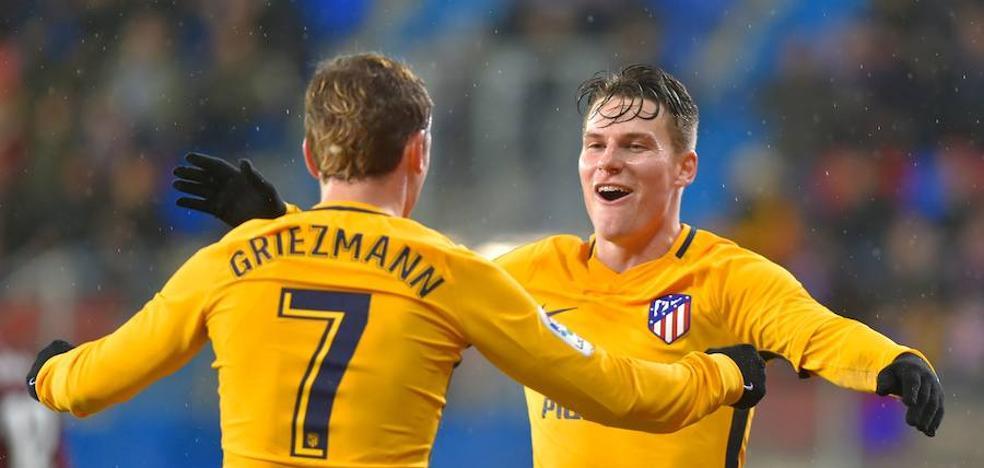 El Atlético es feliz en el alambre