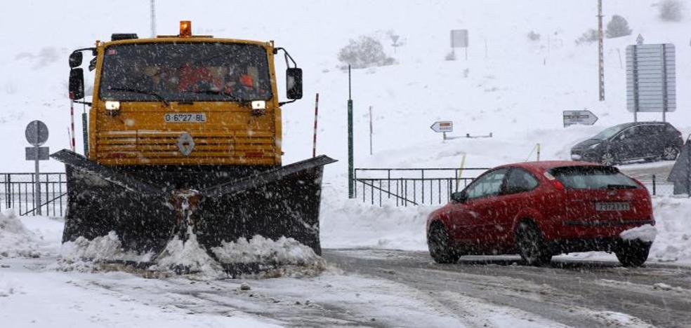 La DGT pide extremar la precaución a quienes vayan a circular por la autopista del Huerna por el temporal de nieve