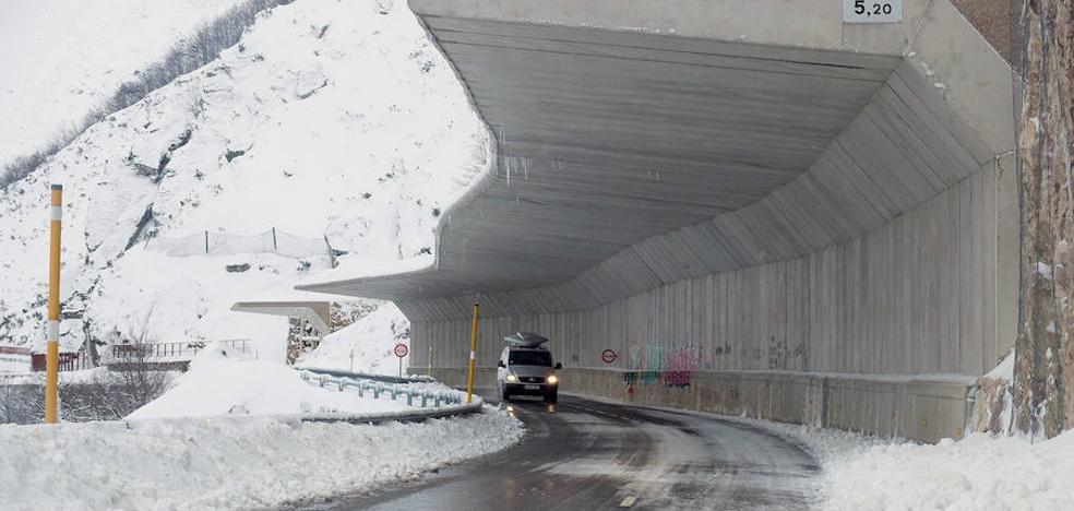 La nieve obliga al uso de cadenas en seis puertos de montaña