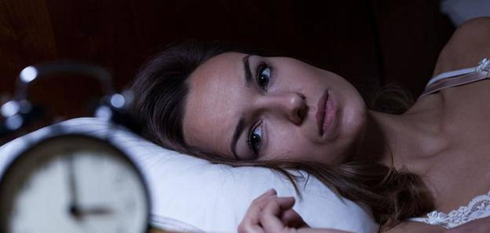 Para conciliar el sueño, pon una libreta en la mesilla de noche