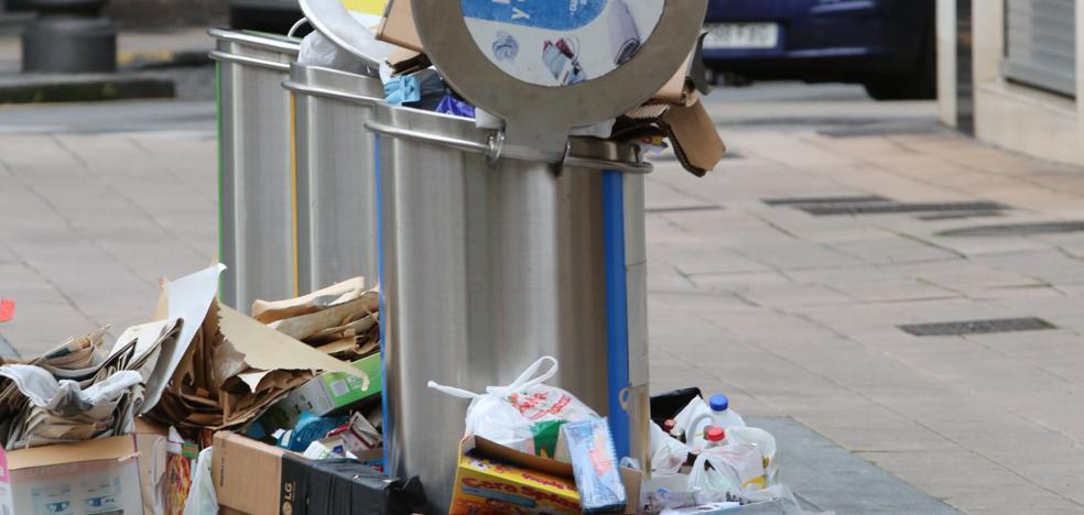 Contenedores que rebosan basura