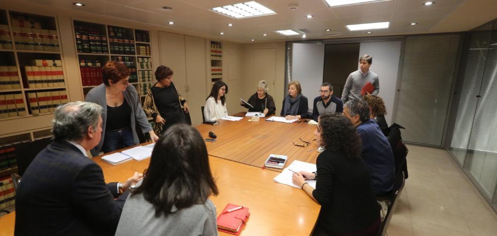 La oposición saca adelante un reglamento que el PSOE considera que vulnera la ley