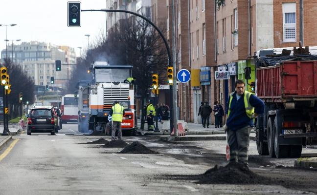 Comienzan las labores de asfaltado de la avenida Juan Carlos I