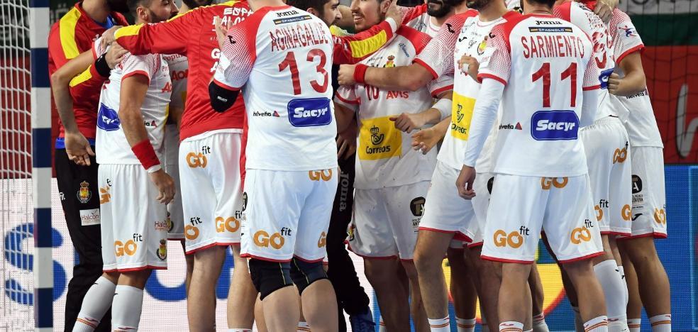 España gana a Hungría y alcanza la segunda fase