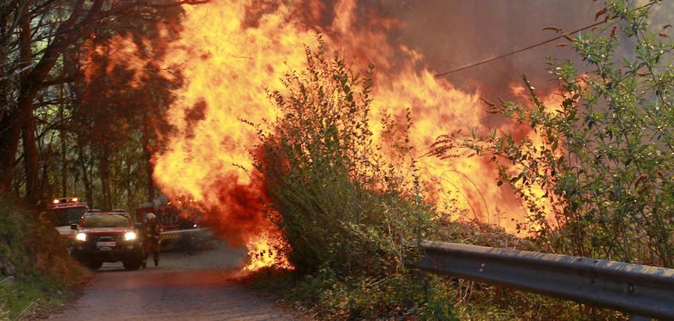 El nuevo plan de incendios prevé por primera vez confinar a la población ante las llamas