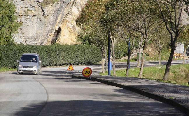 Vuelven los cortes de tráfico a la avenida de Tito Bustillo