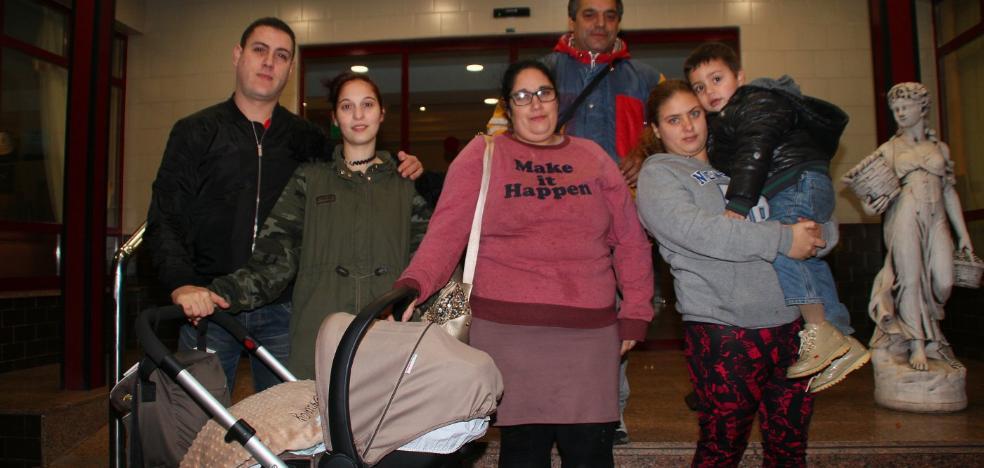 Servicios Sociales busca pisos para dos familias del edificio desalojado en Candás