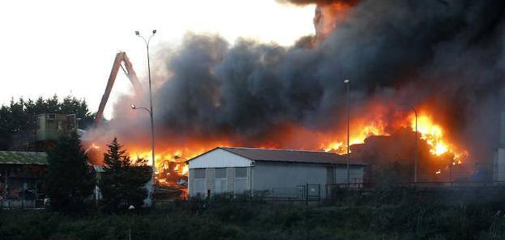 Esteban Aparicio asegura que no hubo riesgo para la salud por el incendio del desguace Riestra