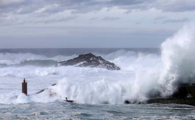 Buscan a un hombre de 63 años que pudo haber caído al mar en Tapia