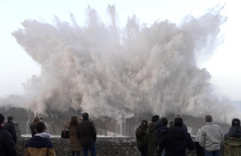 Las espectaculares imágenes del oleaje en Asturias
