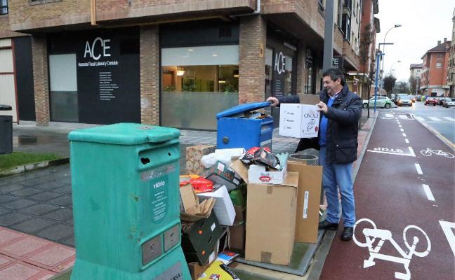 Comerciantes de Lugones piden bajar la tasa de basuras y mejoras en el servicio