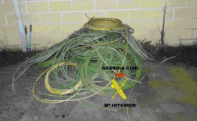 Investigan a dos personas por robar 300 kilos de cable de cobre en Cudillero