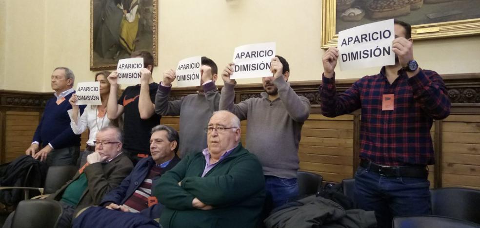 Voluntarios de Protección Civil de Gijón protestan contra Aparicio
