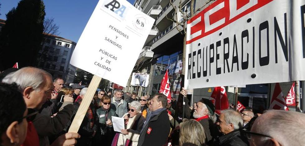 Los sindicatos claman en Oviedo por una revalorización «justa» de las pensiones y anuncian nuevas movilizaciones