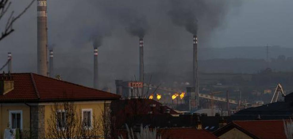 Los ecologistas sostienen que el escape de baterías disparó la contaminación en toda la comarca de Avilés