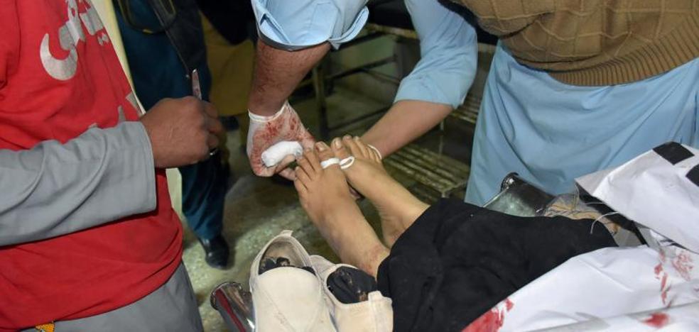 Matan a tiros a dos vacunadoras de polio en Pakistán