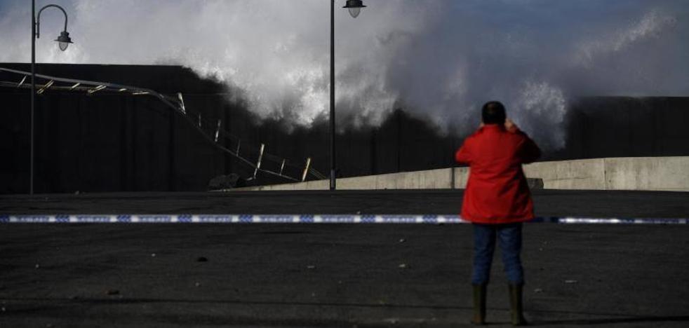 Un fallecido y destrozos en Llanes y Puerto de Vega, balance del temporal en Asturias