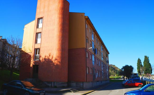Carreño facilita pisos a las dos familias desalojadas del edificio de Candás