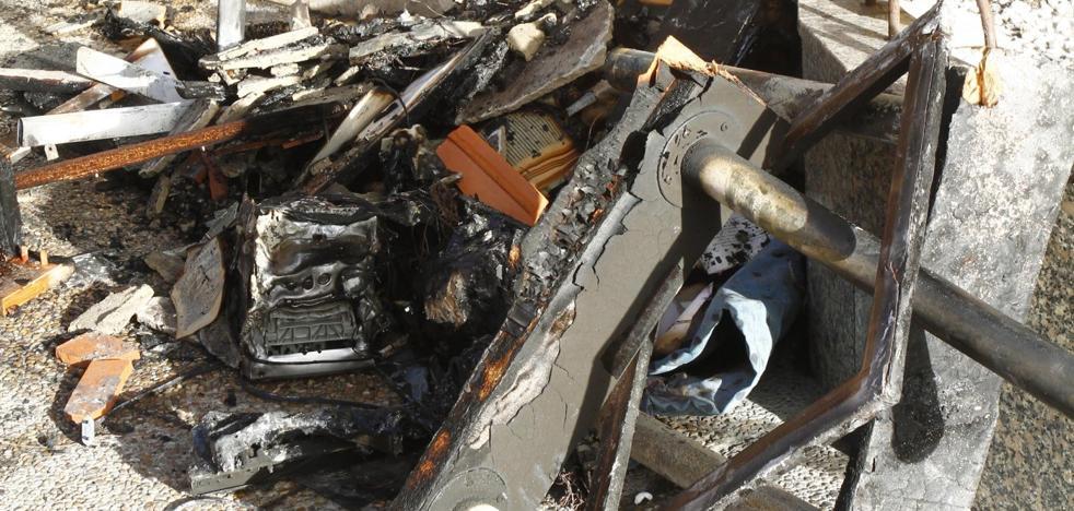 El incendio de una estufa eléctrica deja dos intoxicados por humo en Salinas