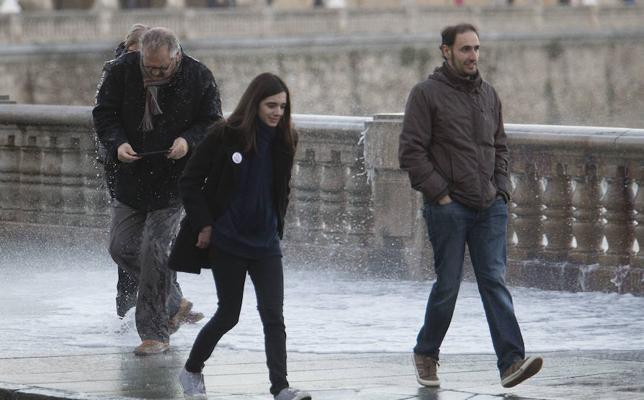 El Ayuntamiento de Gijón advierte de que las imprudencias en el Muro pueden ser sancionadas