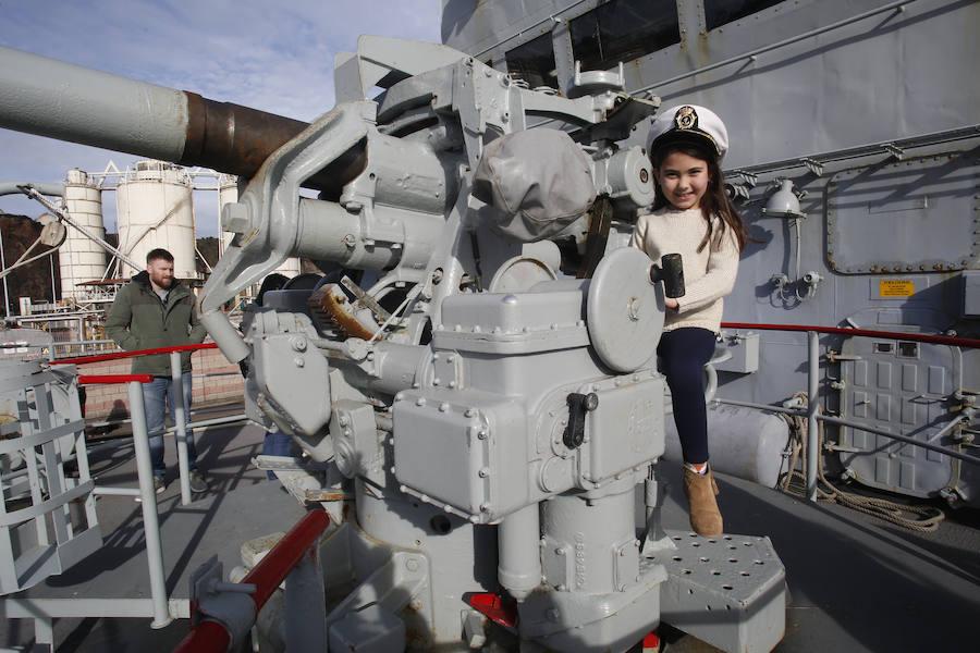 Visitas al patrullero Atalaya atracado en Gijón