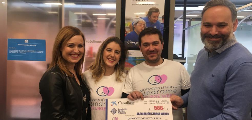 La Atlética entrega el cheque solidario de la Media Maratón
