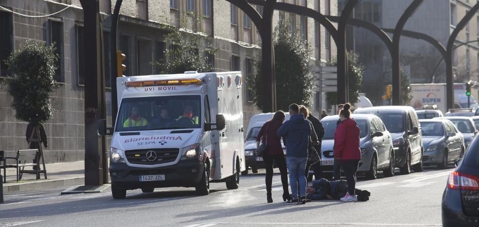 Motorista herida en la avenida de la Constitución de Gijón