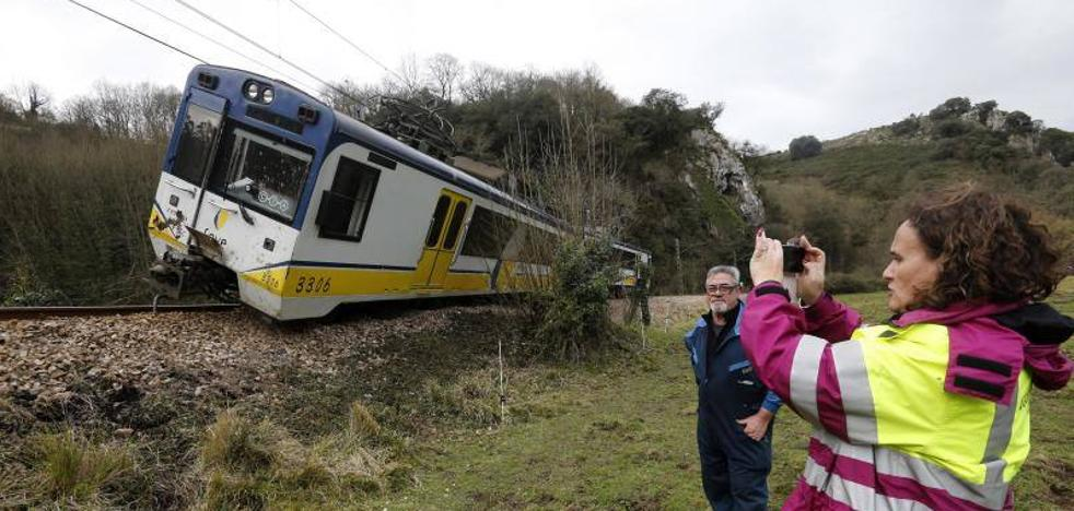Descarrila un tren de Feve en Udrión y mantiene cortada la línea Trubia-Grado