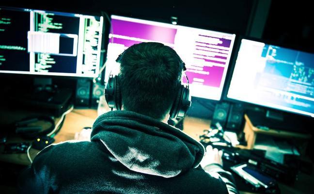 Juzgan a adolescente británico que pirateó la cuenta de un exjefe de la CIA