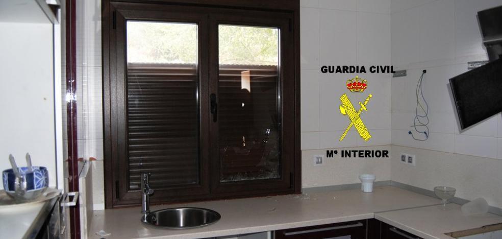 Ocho detenidos por robos en domicilios de San Claudio, Las Regueras y Latores