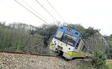 El descarrilamiento de un tren corta la conexión entre Trubia y Grado más de 24 horas