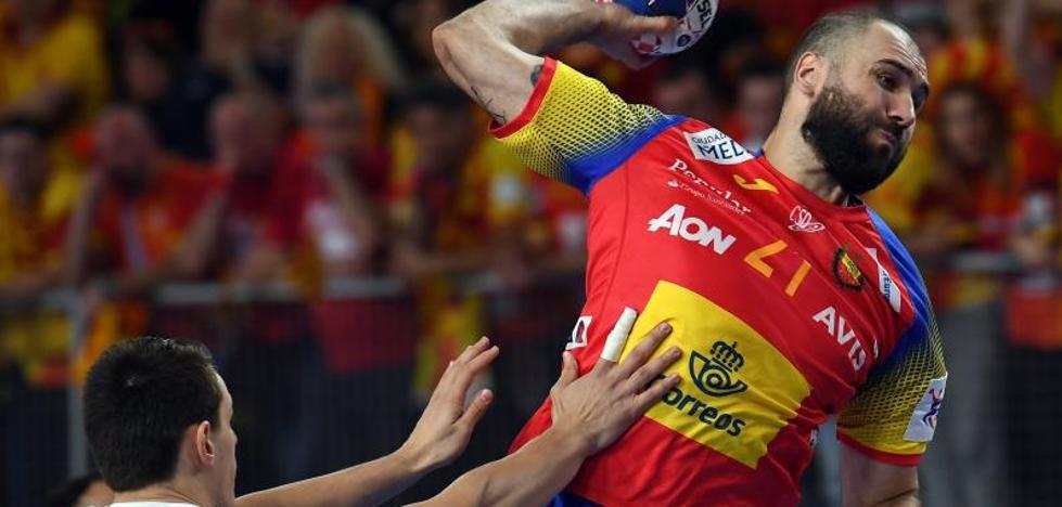 España apabulla a la Macedonia de Raúl